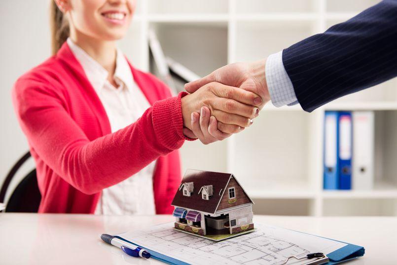 Oferty biur nieruchomości. Czy warto korzystać z pomocy pośrednika?