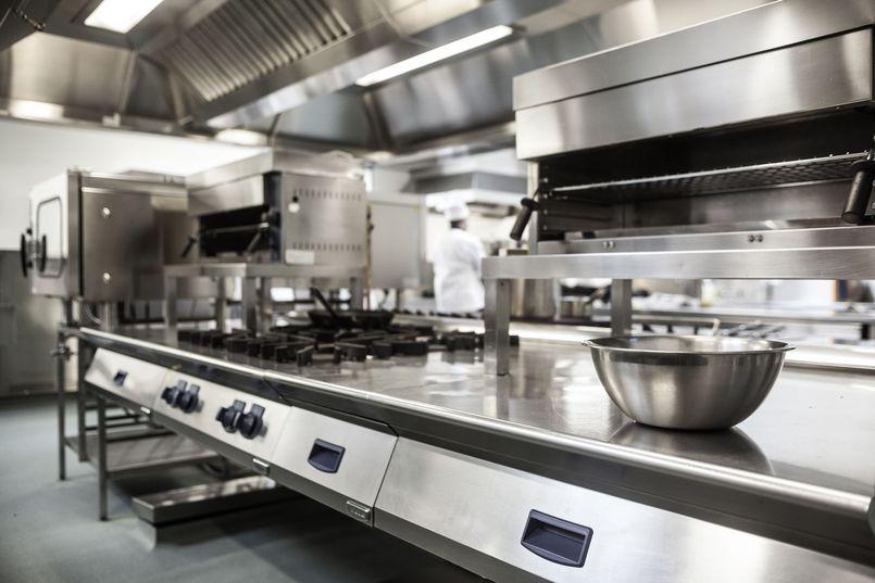 Jak wyposażyć zaplecze lokalu gastronomicznego?