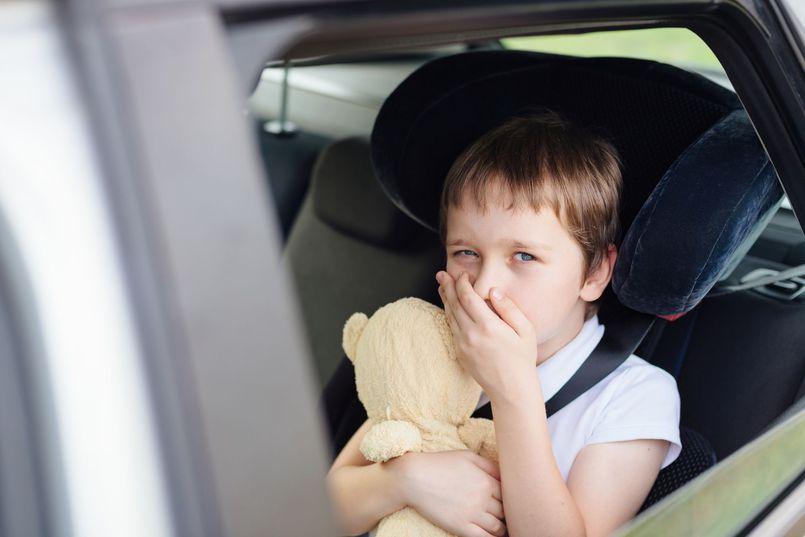 Podróżowanie z dzieckiem. Wszystko, co musisz wiedzieć o chorobie lokomocyjnej