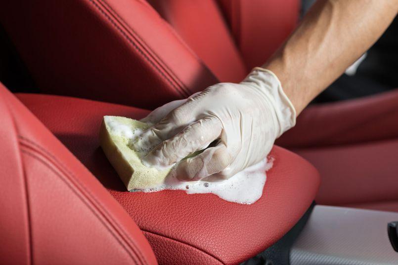 Porównujemy środki do czyszczenia kokpitu w samochodzie